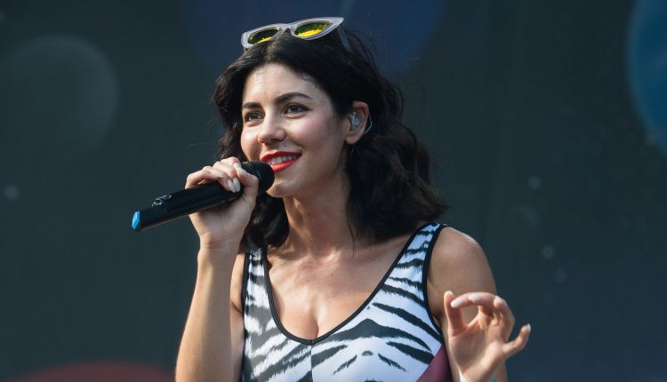 landscape-1456399702-music-marina-and-the-diamonds-02