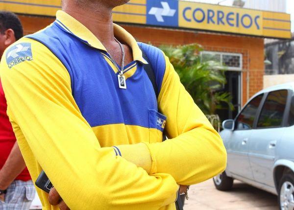 Funcionários dos Correios entram em greve no RS